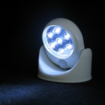 battery operated motion sensor light with pivoting head. Black Bedroom Furniture Sets. Home Design Ideas