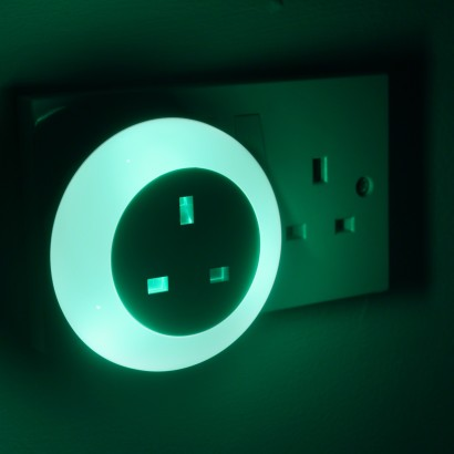 Plug Through Dusk Til Dawn Night Light