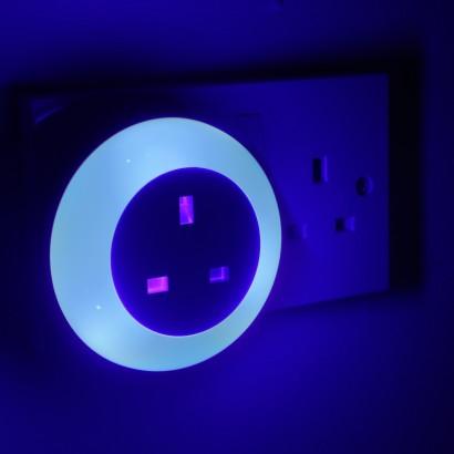 Plug Through Dusk Til Dawn Night Light