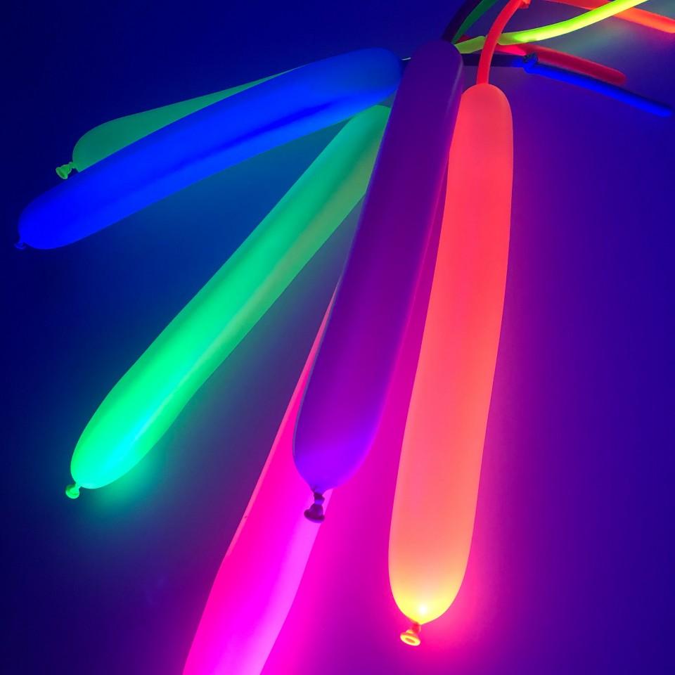 100 Neon Modelling Balloons