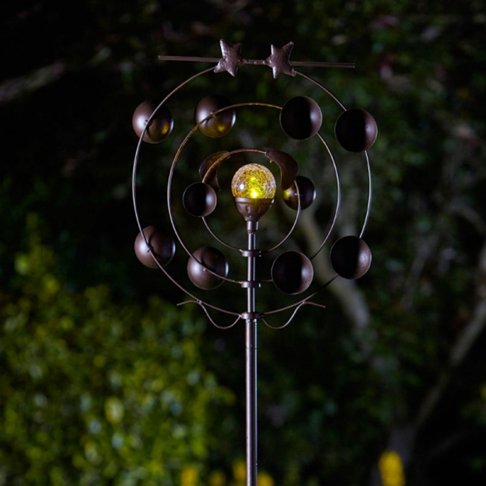 Boreas Wind Spinner with Solar Ball