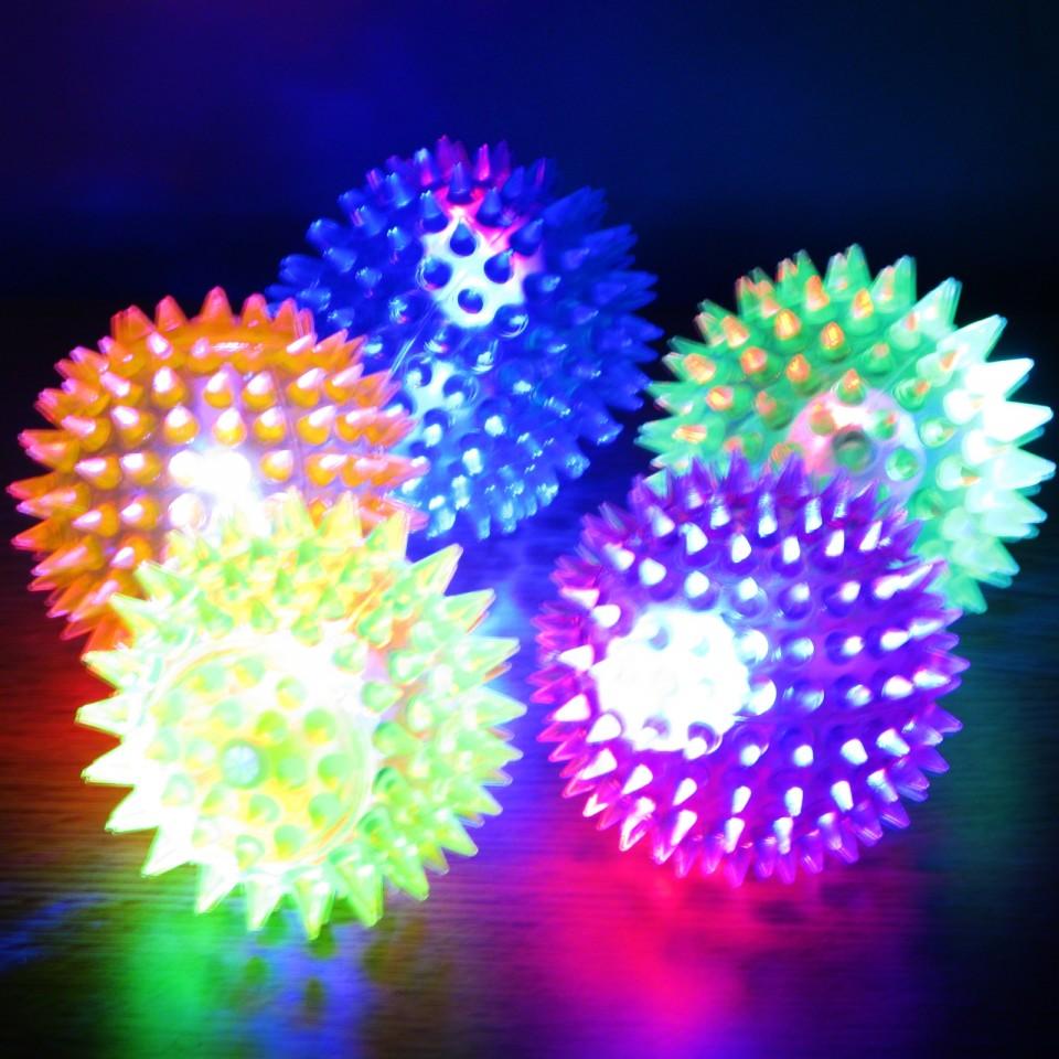 Small Light Up Spikey Ball: 6.5cm