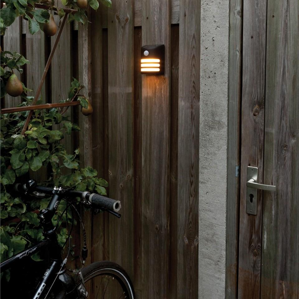 Solar Gap PIR Wall Light