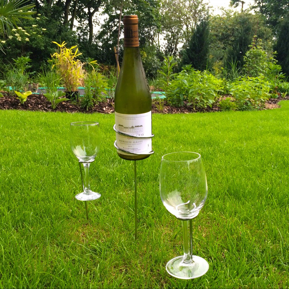 Wine Bottle and Glasses Ground Stakes