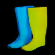 Wellies glowing! Blue glows light blue, coral glow yellow