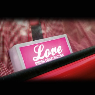 Love Under Construction B/O Lamp